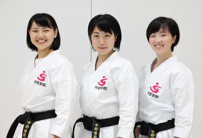 女子団体形(中部学院大学).JPG