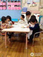 衣俊蓉和幼儿园的小朋友们