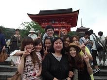 别科的同学和老师在清水寺前合影