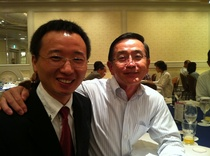 宗次理事长与去年奖学生吴书信