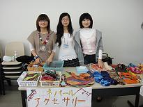 销售尼泊尔小饰物的留学生