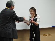 获得大会「现场评委奖」的交换留学生  托娅