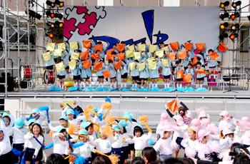 幼儿园小朋友的舞台表演